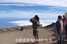 在毛伊岛最高峰看大岛最高峰