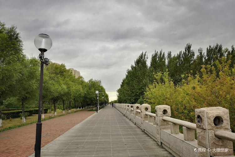 Yanjiang Park1
