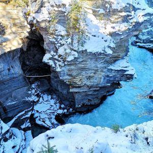 阿萨巴斯卡瀑布旅游景点攻略图