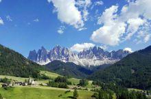 随手拍---(阿尔卑斯山脉《秋》) 阿尔卑斯山脉位于欧洲中南部,覆盖了意大利北部、法国东南部、瑞士、