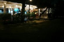 曼谷的四天 考山路的宾馆,很推荐,性价比挺高的,门口的按摩店让我流连忘返。 地理位置也很好,繁华街区