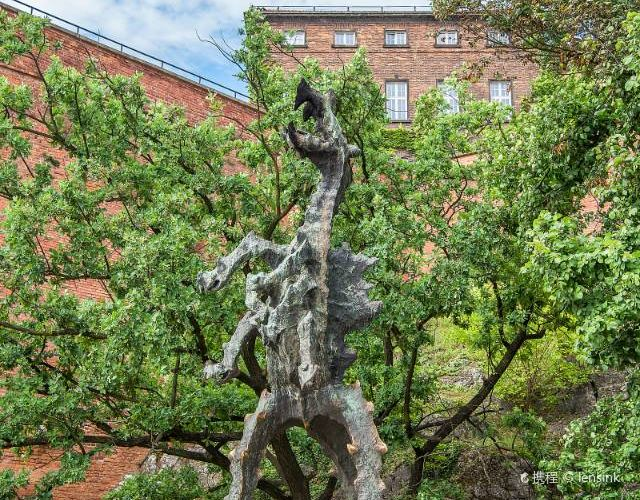 Monument of the Wawel Dragon1