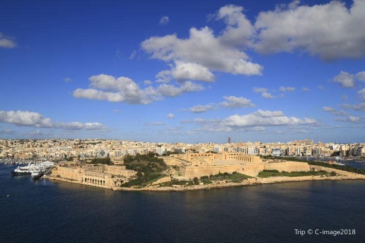 Fort Manoel2