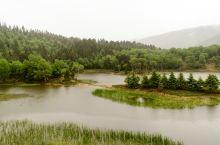 大雨中游属都湖