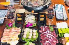 你有酒有肉我有故事成就整夜话题,无烟烧烤,新鲜牛肉,浅海海鲜好味道!极品五花肉,敞亮的环境,给人最温