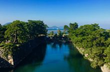 """玉藻公园传说是日本三大水城之一,一看到这个介绍,脑子里就浮现出""""信长野望"""",""""九鬼嘉隆"""",哈哈,游戏"""