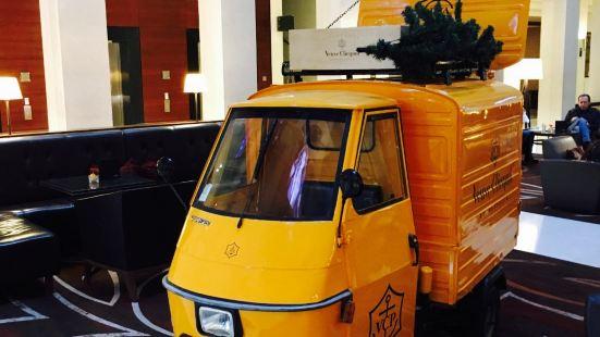 Lobby Lounge at Berlin Marriott Hotel