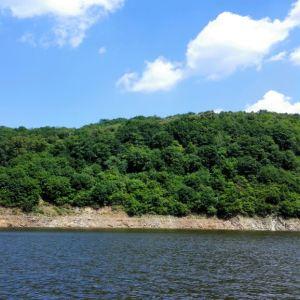 雪山飞湖旅游景点攻略图