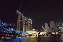 新加坡滨海湾的夜景真的是美得让人不敢相信自己的眼睛。