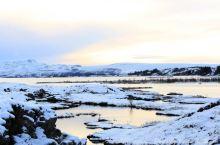 冰岛 蓝湖有人就冲着这个名字而去,而同伴则说:这是全世界最坑爹的地方。 虽然荒凉,但依然喜欢这样的美