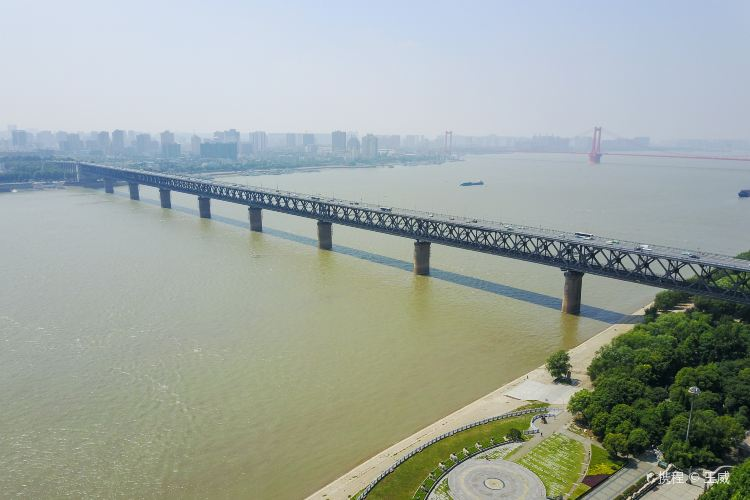 Wuhan Yangtze River Bridge4