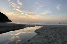 晨曦中的伊帕内玛海滩-宁静祥和
