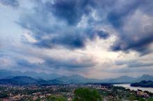 琅勃拉邦,浴佛