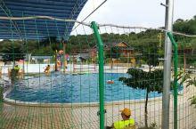 罗阳山下的山泉水游泳池