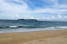 海棠湾的海浪,万达逸林希尔顿度假酒店私人沙滩,对面就是蜈支洲岛!