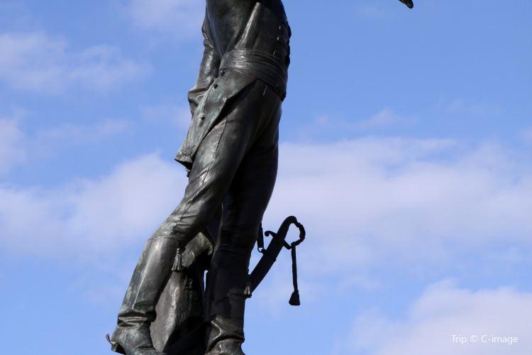 萊特紀念雕像1