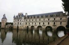 舍侬索城堡是谢尔河上一座非常美丽的城堡,城堡的建筑风格结合了哥特式风格和文艺复兴建筑风格的特色,城堡