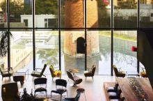 废墟变成高B格酒店!空置十年无人问津,7个设计师却在这里造了个空中泳池!