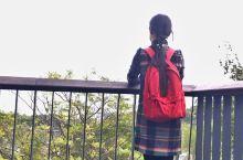 旗袍加背包