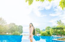 杭州千岛湖度假,休闲好去处。千岛湖是新安江水电站建设而形成的一个水库。在浙江建德和淳安境内,西部与安