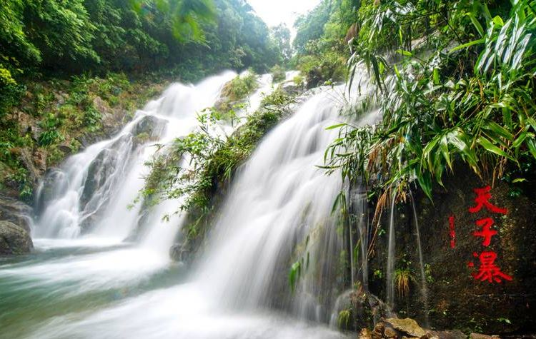 Qingyuan Tianzishan Waterfall1