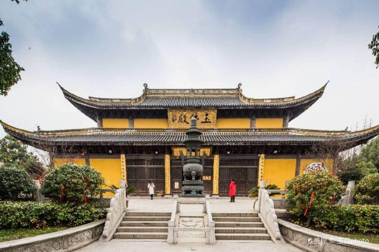 The World's Largest Jade Lying Buddha1