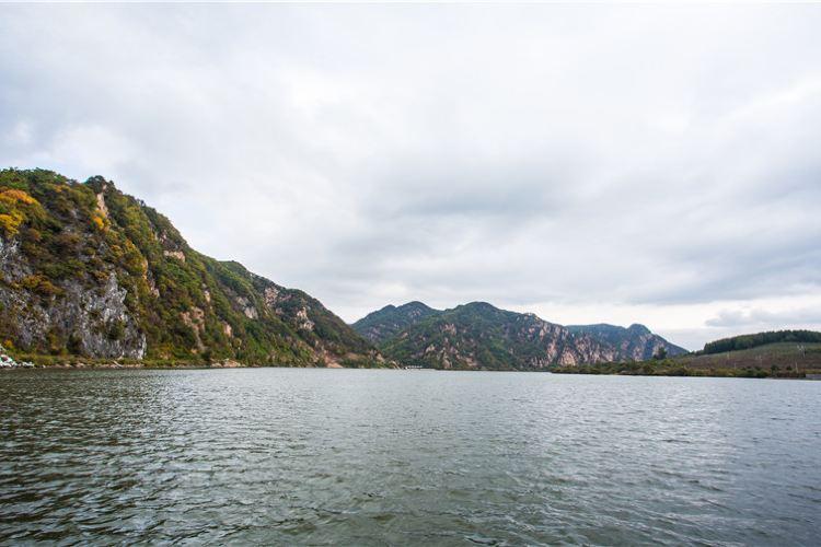 Huguxia Scenic Area3