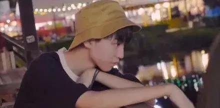 王俊凯蒙面都要去打卡的曼谷夜市,你确定不去逛一逛?