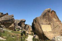 揭秘古人的生活方式  这次去阿塞拜疆巴库戈布斯坦岩石艺术文化景观让我感触良多。在这里我看见了好多奇特