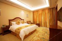 值得一去的酒店——乌兰浩特百悦国际大酒店  酒店现有高档装修软包客房:豪华双床房62间、豪华大床房4