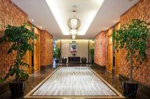 温泉酒店好去处——都江堰青源国际大酒店  酒店离青城山景区很近,周围环境清静舒服,交通非常便利,泡温