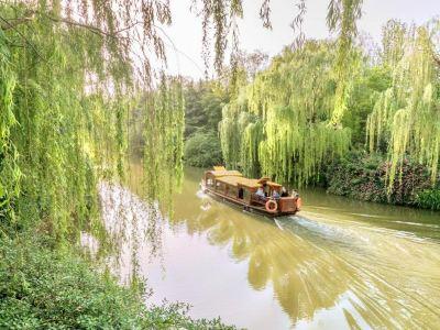 Daming Lake Scenic Area Pleasure Boats