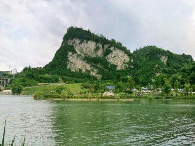 Tongzi West Lake