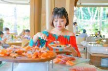 Soleil餐厅:面朝大海,三文鱼刺身吃到饱 一觉睡到自然醒,换上面料舒适的度假感连衣裙,穿过热带花