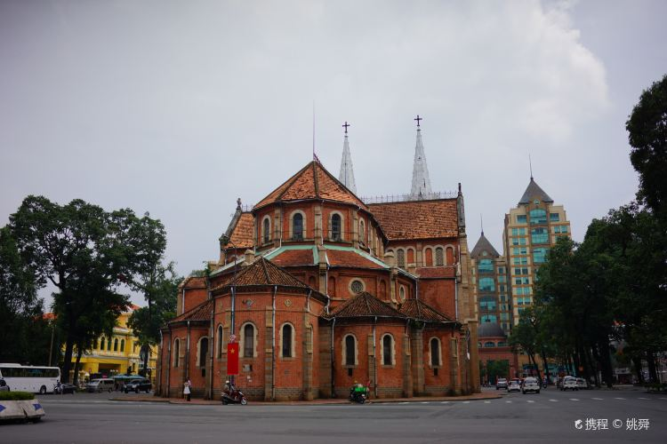 Notre-Dame Cathedral Basilica of Saigon4