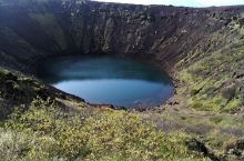 在冰岛环6500年历史的凯瑞斯火山口湖徒步