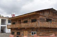 湖边特色木屋