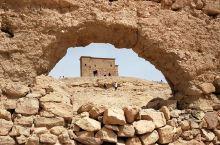 古城------埃本哈杜 古城埃本哈杜____位于摩洛哥的瓦尔扎扎特,是一座深藏于阿特拉斯山脉中的世