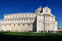 比萨不止有斜塔  比萨斜塔 -确切的说应该是比萨大教堂的钟楼,还有比萨大教堂、圣约翰洗礼堂、比萨公墓