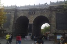 龙门石窟一游 龙门石窟是洛阳比较有名的景点之一,在龙门高铁站出站后有公交车可以到,门票一百二一张,个