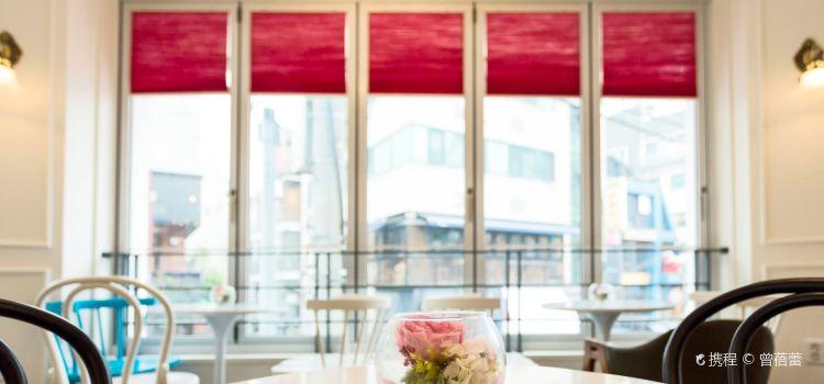 Cafe de Paris1