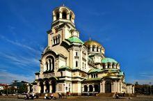 保加利亚首都索菲亚,亚历山大-涅夫斯基大教堂,位于保加利亚首都索菲亚,就在市中心的同名广场上,是索菲