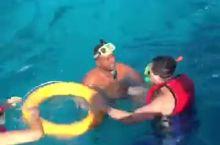 在埃及的赫尔格达,出海浮潜,当天温度有点低。