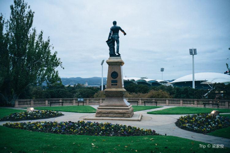 萊特紀念雕像