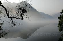 郴州东江湖休闲游 雾漫东江湖位于资兴市东江镇境内,景区内气候宜人,山奇水秀,景色迷人,集观赏性景观与