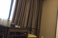 酒店环境不错,住着很舒适,巴适得很,前台服务也很周到热心,