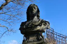 温泉小镇卡罗维发利-众多的名人雕塑