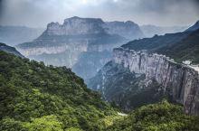 天界山,刀削一般的悬崖峭壁