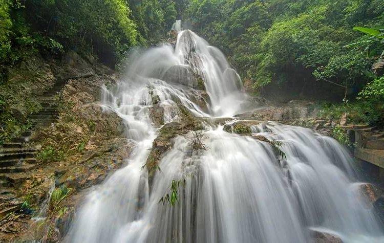 Qingyuan Tianzishan Waterfall2