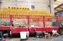 用几十米长的汽车摆水果卖,贵港七里桥这个市场亮了!